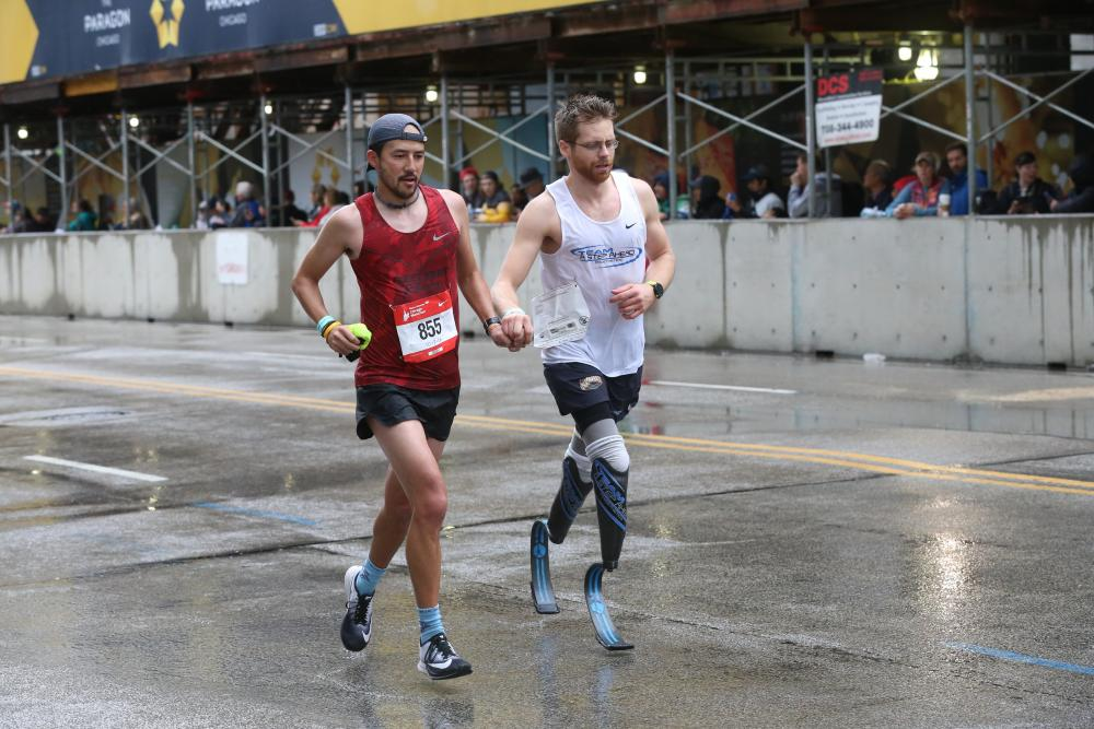 News - Viral Photo of Bilateral Amputee Brian Reynolds at Chicago Marathon Explained
