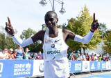 DyeStat.com - News - Eliud Kipchoge Earns Pro Performer of the Year Honors